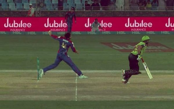 Usman Khan Shinwari bowls a no-ball. (Photo Source: Twitter)