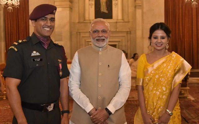MS Dhoni with Narendra Modi and Sakshi