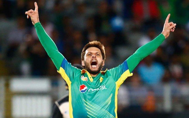 Shahid Afridi of Pakistan celebrates a wicket. (Photo by Phil Walter/Getty Images)