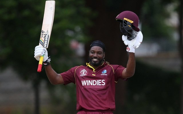 Chris Gayle celebrates his hundred. (Photo Source: Twitter)