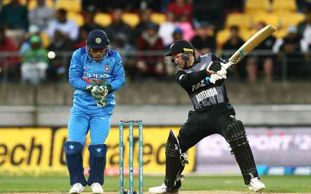 Colin Munro of New Zealand bats while MS Dhoni (Photo by Hagen Hopkins/Getty Images)