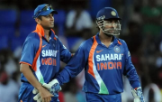 Rahul Dravid and MS Dhoni. (Photo by LAKRUWAN WANNIARACHCHI/AFP via Getty Images)
